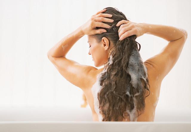 洗髪中の画像