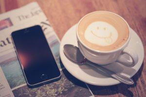 スマートフォン、カフェインは避けましょう
