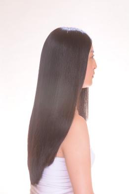 黒髪が印象的な淵江真由美さん