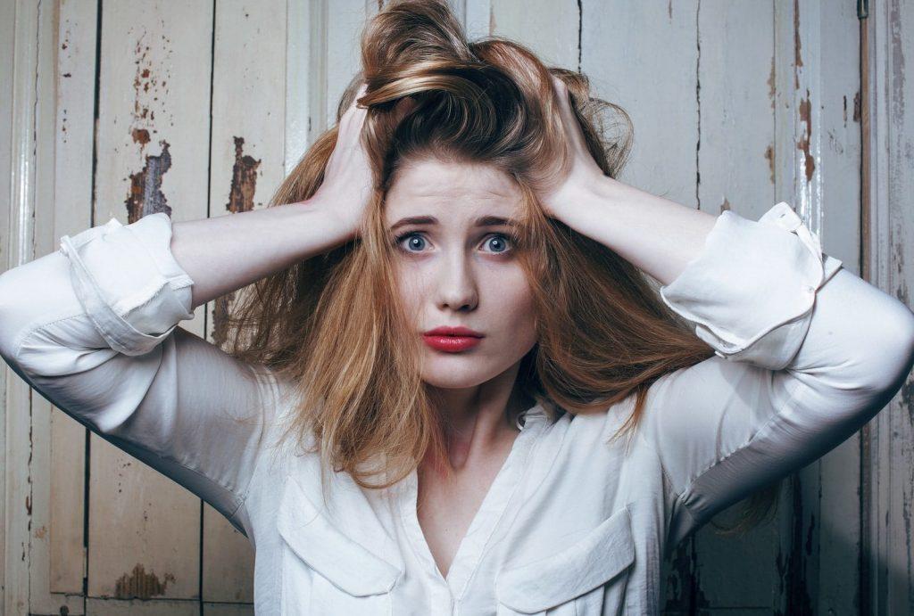 髪がパサパサになってしまう原因