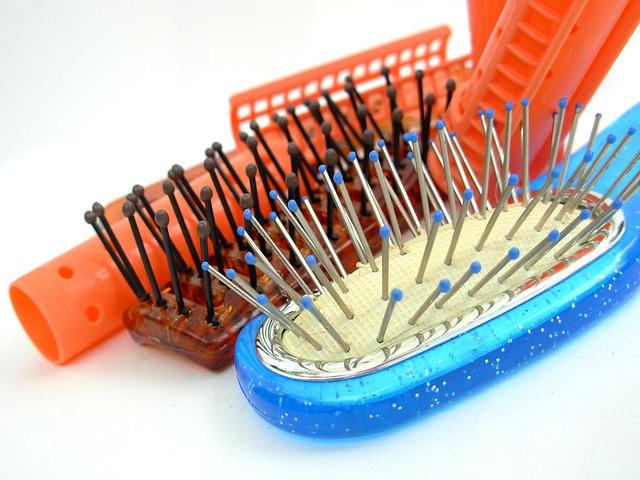 hairbrush-349563_640