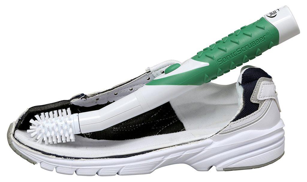 電動の靴ブラシなら、力を入れて磨く必要がなく、楽に靴の汚れを落としてくれます。これで、今までの靴洗いの負担が軽減できますね。