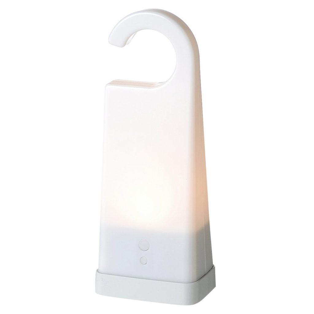 「LED持ち運びできるあかり」なら、優しい光で手元をそっと照らしてくれ、2段階の明かり調節ができ、触っても熱くないので子供にとっても安心です。