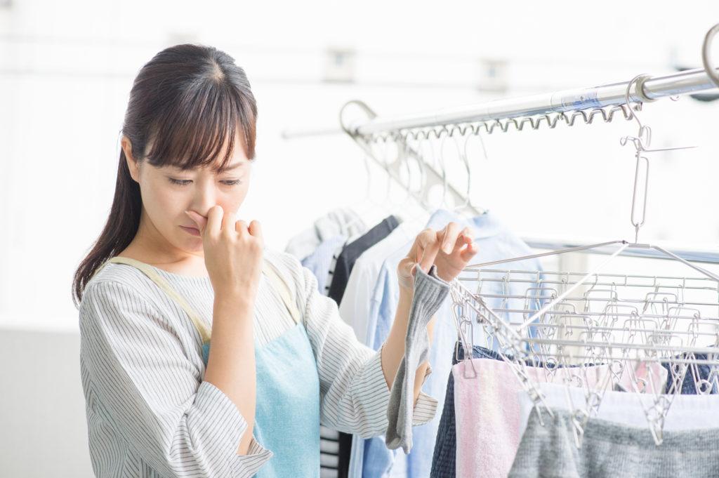 洗濯したはずなのに、何だか雑巾のような嫌な臭いがすることがありますよね。しかも、それはタオルやインナーに多く感じられる・・・。