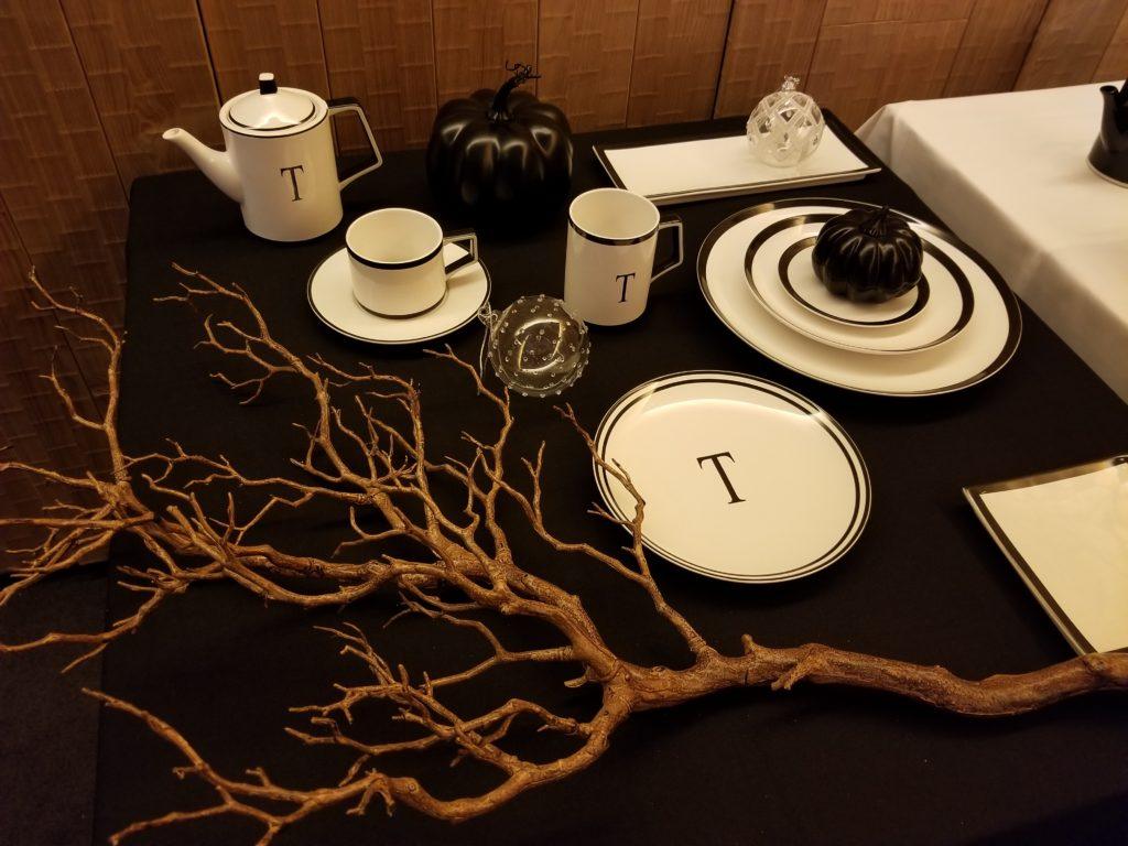 モノトーンのテーブルウェア