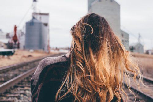 髪の毛が絡まる8つの原因と4つの対処法&絡まらないヘアケア対策