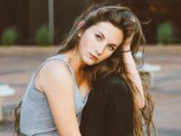 頭皮や髪がべたつく原因とおすすめシャンプーランキング10選